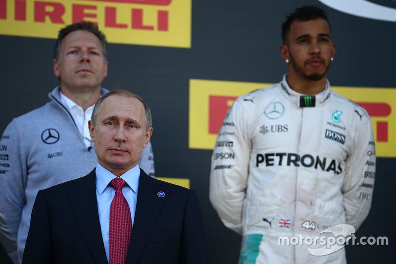 Vladimir Putin, presidente de Rusia y el segundo lugar Lewis Hamilton, Mercedes AMG F1 Team