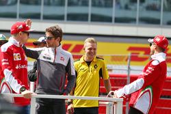 Sebastian Vettel, Ferrari, Romain Grosjean, Haas F1 Team, Kevin Magnussen, Renault Sport F1 Team y Kimi Raikkonen, Ferrari en el desfile de pilotos