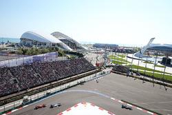 Nico Rosberg, Mercedes AMG F1 Team, vor Valtteri Bottas, Williams FW38; Kimi Räikkönen, Ferrari SF16-H