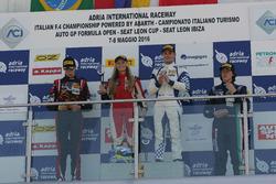 Carrera 1, podio novato: Simone Cunati, Vincenzo Sospiri Racing, Richard Verschoor, Bhaitech Engineering, Federico Malvestiti, Antonelli Motorsport, Fabienne Wohlwend, Aragon Racing