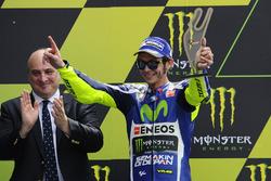Podio: secondo Valentino Rossi, Yamaha Factory Racing