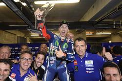 Race winner Jorge Lorenzo, Yamaha Factory Racing celebrates with team