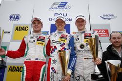 Podium: peringkat kedua Nick Cassidy, Prema Powerteam Dallara F312 窶�Mercedes-Benz;Pemenang Ben Barnicoat, HitechGP Dallara F312 窶�Mercedes-Benz; peringkat ketiga Maximilian Gテシnther, Prema Powerteam Dallara F312 窶�Mercedes-Benz