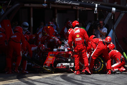 Sebastian Vettel, Ferrari SF16-H beim Boxenstopp