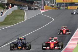 Carlos Sainz, Scuderia Toro Rosso and Sebastian Vettel, Scuderia Ferrari