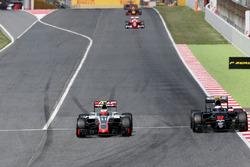 Esteban Gutiérrez, Haas F1 Team y Jenson Button, McLaren Honda