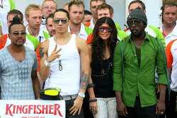 The Black Eyed Peas does pitstop practice with Force India F1 Team