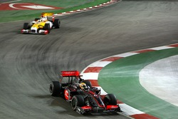 Lewis Hamilton, McLaren Mercedes leads Fernando Alonso, Renault F1 Team