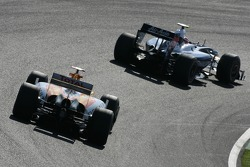 Kazuki Nakajima, Williams F1 Team and Fernando Alonso, Renault F1 Team