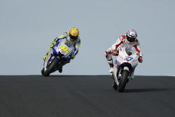Casey Stoner, Ducati Marlboro Team lidera a Valentino Rossi, Fiat Yamaha Team