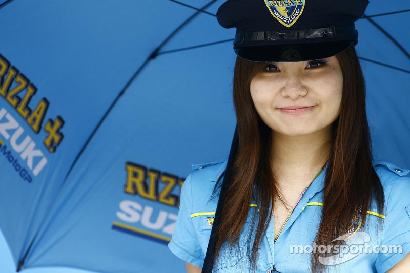 Una chica Rizla Suzuki MotoGP
