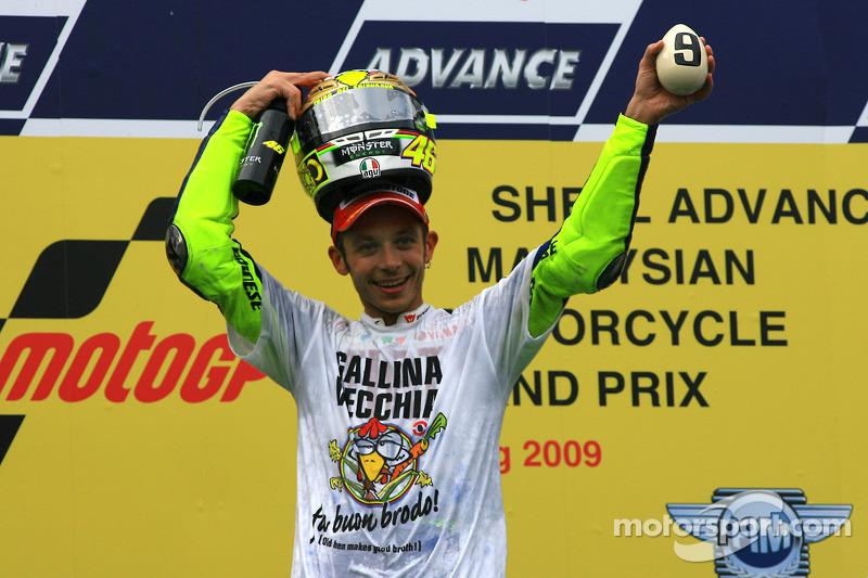Подіум: чемпіон MotoGP 2009 року Валентино Россі, Fiat Yamaha Team