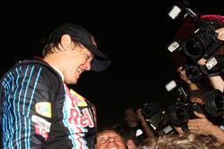 Celebración del equipo Red Bull Racing: Sebastian Vettel, Red Bull Racing celebra su victoria con su equipo