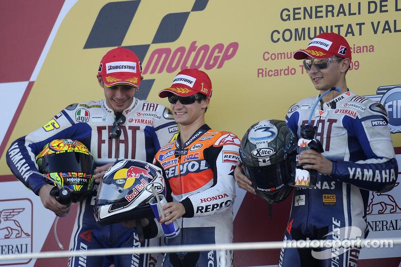 Podio: ganador de la carrera Dani Pedrosa, Repsol Honda Team, segundo lugar Valentino Rossi, Fiat Yamaha Team, tercer lugar Jorge Lorenzo, Fiat Yamaha Team