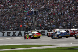 Start: Jeff Gordon, Hendrick Motorsports Chevrolet and Kasey Kahne, Richard Petty Motorsports Dodge lead the field