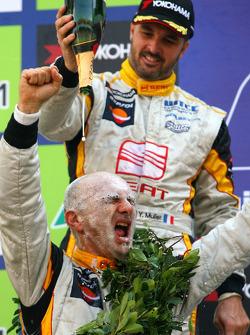 Yvan Muller, Seat Sport, Seat Leon 2.0 TDI and WTCC 2009 champion Gabriele Tarquini, Seat Sport, Seat Leon 2.0 TDI