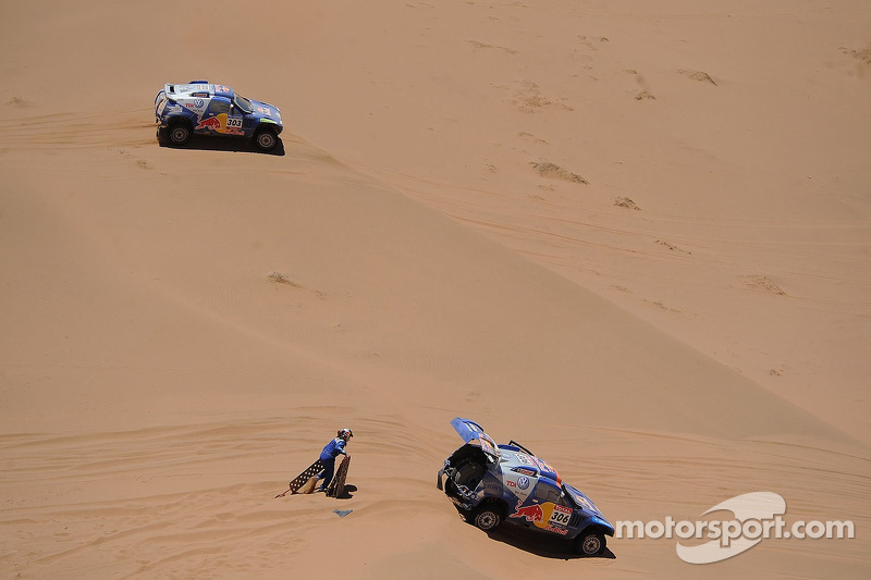 #303 Volkswagen: Carlos Sainz y Lucas Cruz Senra, #306 Volkswagen: Nasser Al Attiyah y Timo Gottschalk