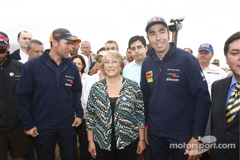 Stéphane Peterhansel en Nani Roma met Michelle Bachelet, President van Chili
