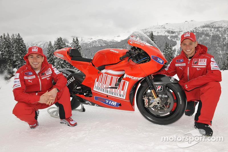 2010: Desmosedici GP10 (Ники Хейден и Кейси Стоунер)