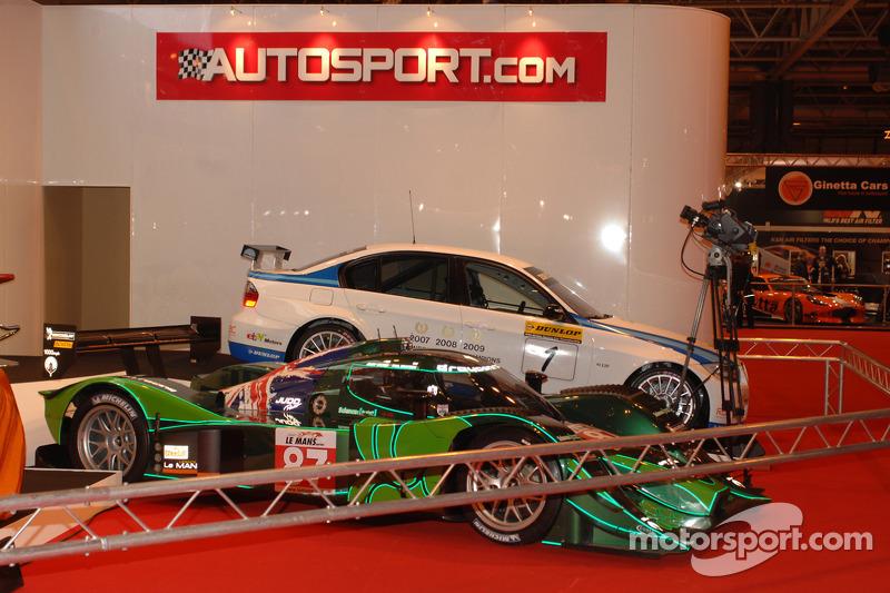 Voiture sur le stand Autosport