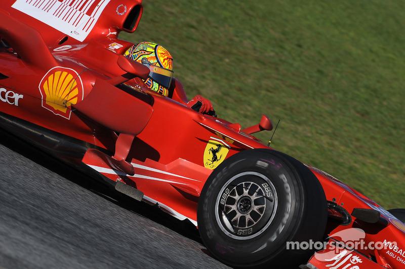 Valentino Rossi di balik kemudi Ferrari F2008 di Catalunya pada 2010