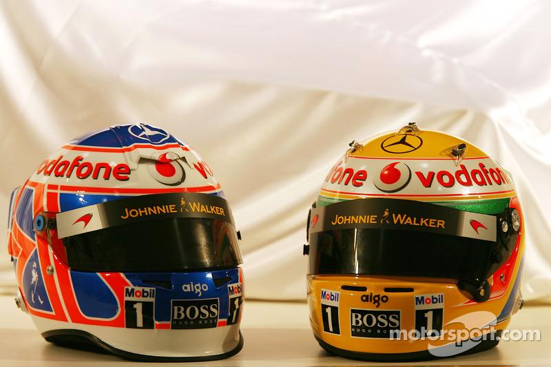Les casques de Jenson Button, McLaren Mercedes et Lewis Hamilton, McLaren Mercedes