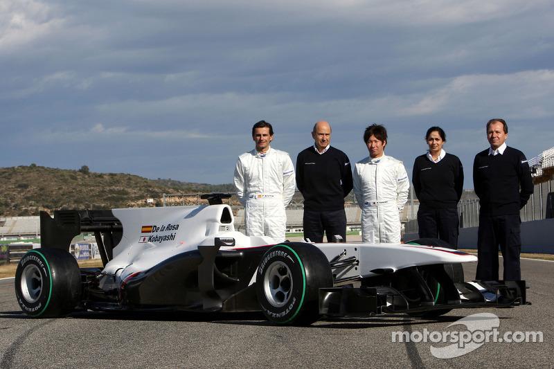 Pedro de la Rosa, BMW Sauber F1 Team, Peter Sauber, BMW Sauber F1 Team, Directeur d'écurie, et Kamui Kobayashi, BMW Sauber F1 Team, Monisha Kaltenborn Directrice du Management, Willy Rampf, BMW-Sauber, Directeur technique, avec la C29