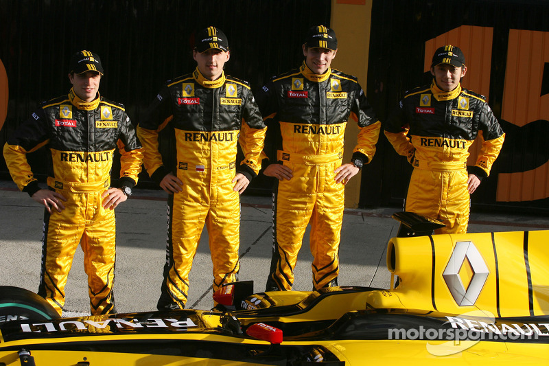 Jerome D'Ambrosio, Test Driver, Renault F1 Team, Robert Kubica, Renault F1 Team; Vitaly Petrov, Renault F1 Team et Ho-Pin Tung, Test Driver, Renault F1 Team