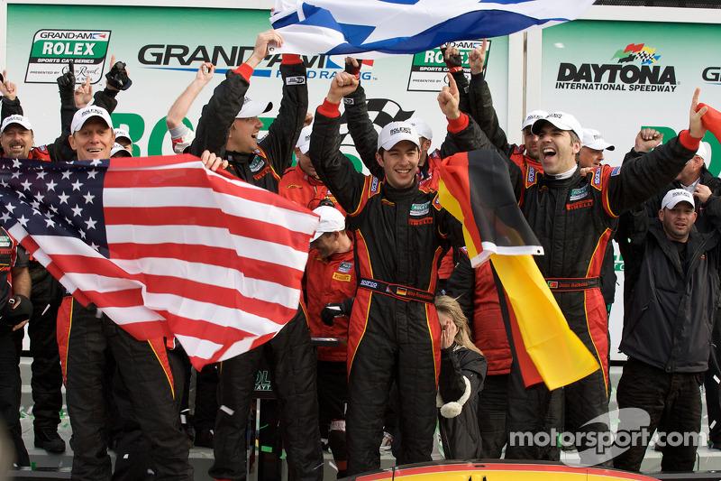 Victoire DP : Joao Barbosa, Terry Borcheller, Ryan Dalziel et Mike Rockenfeller célèbrent leur victoire toute catégorie