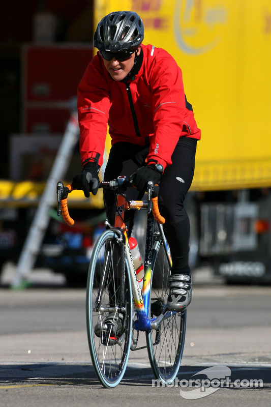 Michael Schumacher, Mercedes GP na fietstochtje