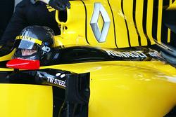 Robert Kubica, Renault F1 Team, in a black helmet