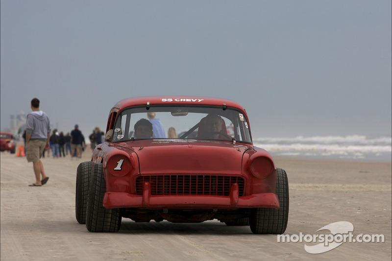 La légende vivante du défilé de la course sur la plage