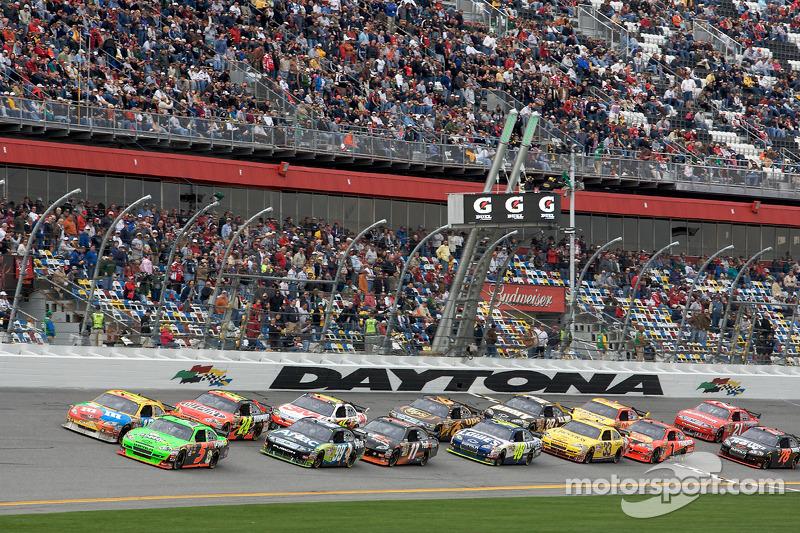 Herstart: Mark Martin, Hendrick Motorsports Chevrolet en Kyle Busch, Joe Gibbs Racing Toyota