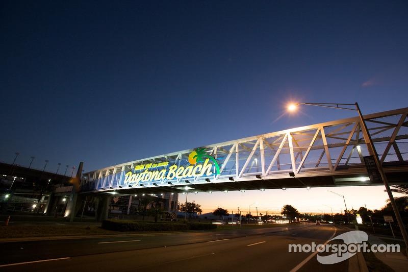Welcome to Daytona Beach à l'entrée du Daytona International Speedway