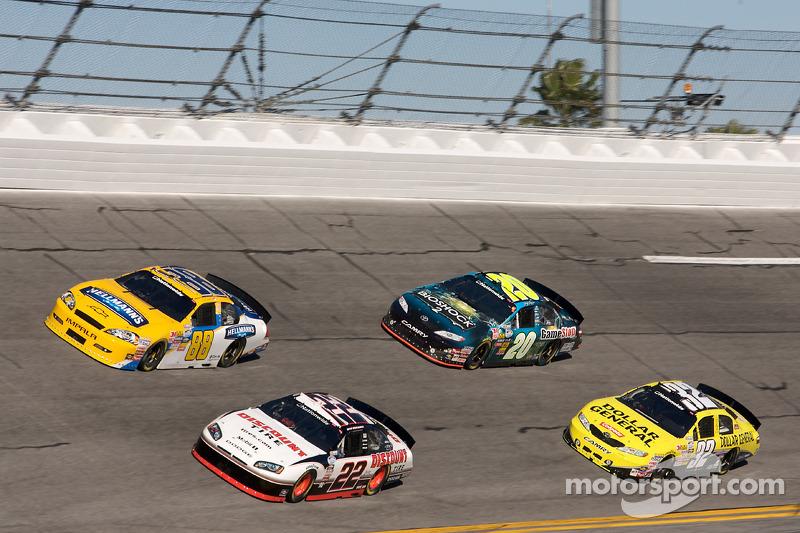 Dale Earnhardt Jr., Brad Keselowski, Joey Logano en Brian Vickers