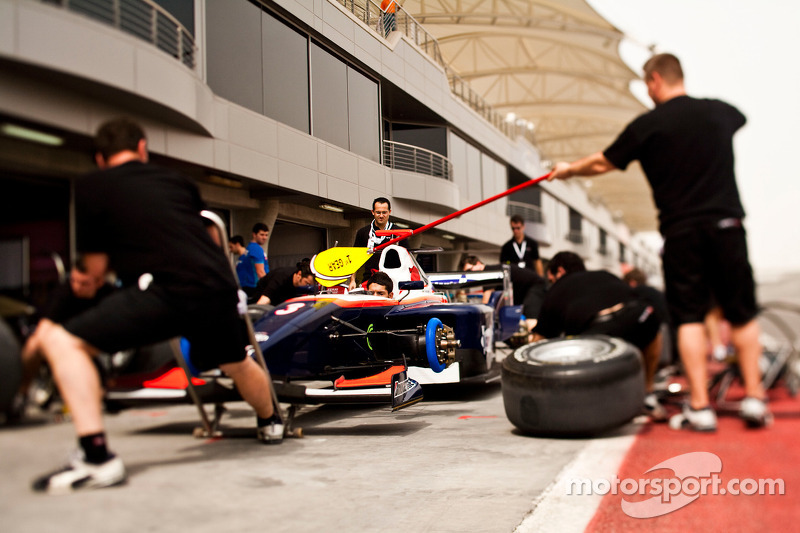Daniel Zampieri en het team oefenen de pitstop