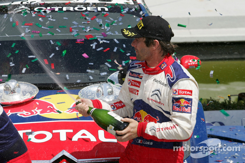 Podium: winnaar Sébastien Loeb, Citroën C4, Citroën Total World Rally Team