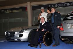 Make roads safe campaign photo shoot: Michael Schumacher, Mercedes GP, Sir Frank Williams, WilliamsF1 Team, Team Chief, Managing Director, Team Principal, Michelle Yeoh, Jean Todt, FIA president