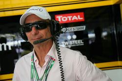 Emerson Fittipaldi en el garaje de Renault