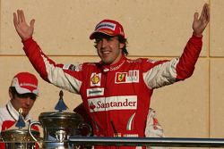 Podium: race winner Fernando Alonso, Scuderia Ferrari celebrates