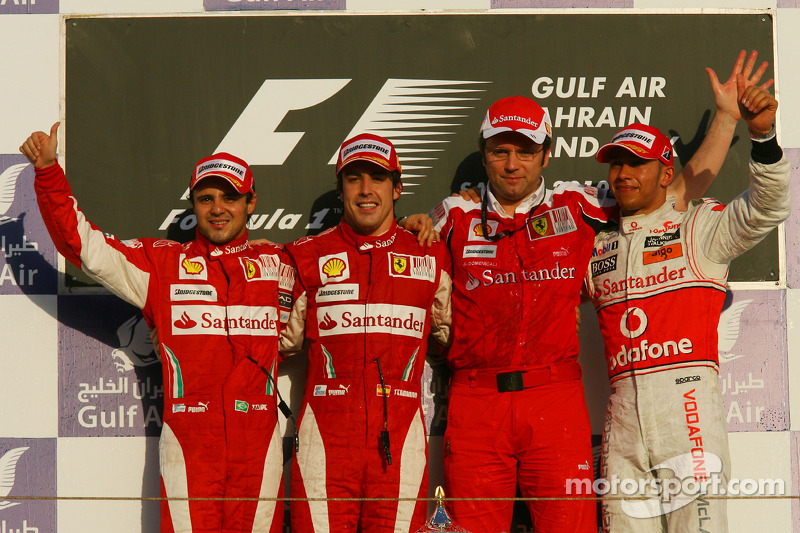Podio: ganador de la carrera Fernando Alonso, Scuderia Ferrari, con segundo lugar Felipe Massa, Scuderia Ferrari, tercer lugar Lewis Hamilton, McLaren Mercedes y Stefano Domenicali, Director de deportes de Scuderia Ferrari