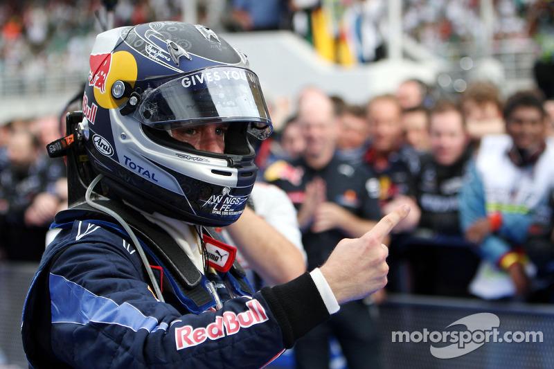 Le vainqueur Sebastian Vettel, Red Bull Racing, célèbre