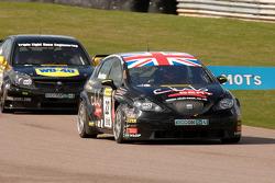 Tom Boardman Special Tuning UK Seat Leon voor Phil Glew Triple Eight Racing Vauxhall Vectra
