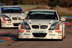 Steven Kane Airwaves BMW 320si leads team mate Mat Jackson