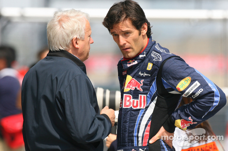 Charlie Whiting, FIA Safty delegate, Race director en offical starter en Mark Webber, Red Bull Racin