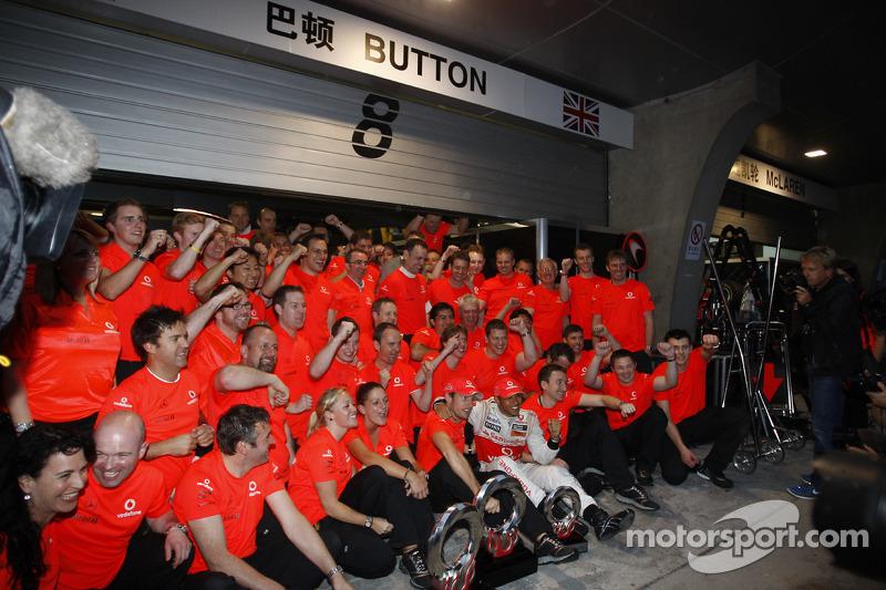 Race winner Jenson Button, McLaren Mercedes, celebrates with his team