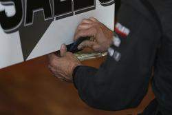 Repair on the car of Gary Paffett, Team HWA AMG Mercedes C-Klasse
