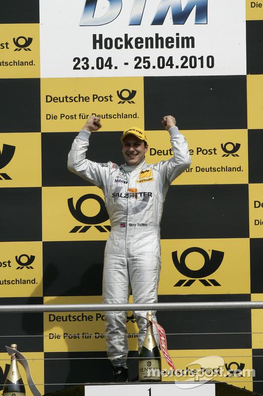 Podium: race winnaar Gary Paffett, Team HWA AMG Mercedes C-Klasse viert