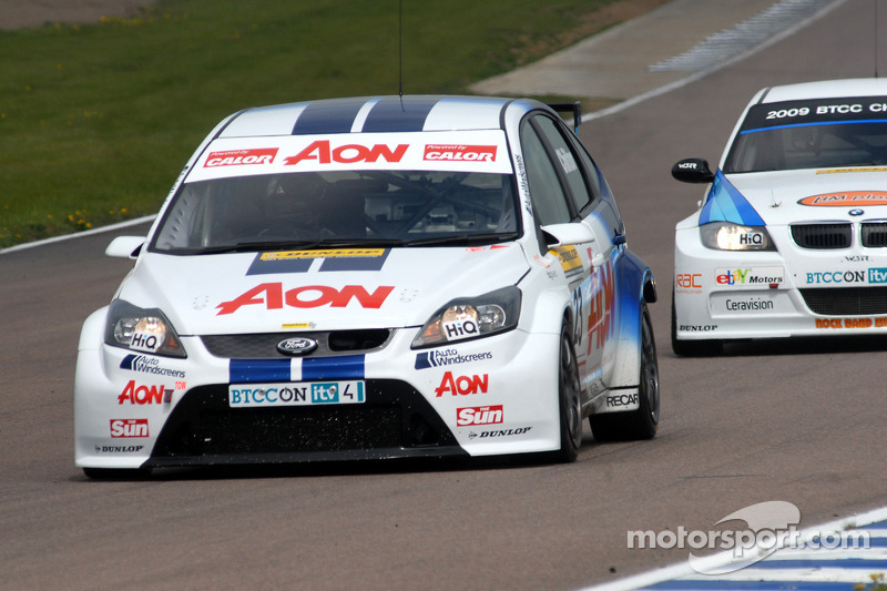 Tom Chilton devant  Rob Collard