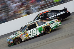 Carl Edwards, Roush Fenway Racing Ford et Regan Smith, Furniture Row Racing Chevrolet
